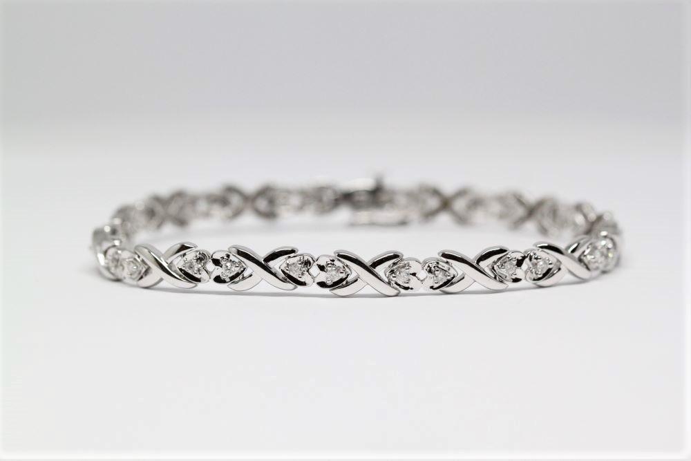 Valkokulta rannekoru timanteilla